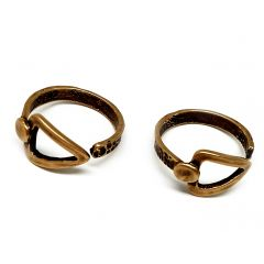 10886b-brass-adjustable-ring-with-triangle-arrow.jpg